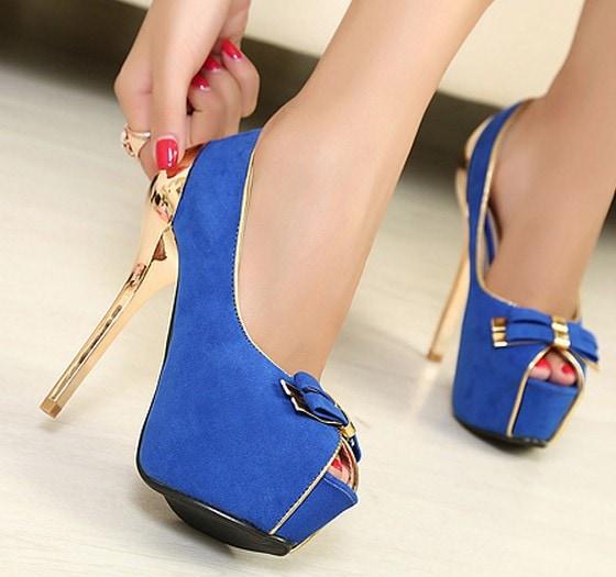 Zapatos-abiertos-de-gamuza-azul-4
