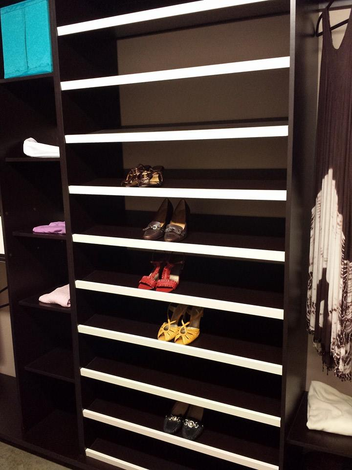 Walking closet con zapatera keepler cocinas integrales y for Closet modernos con zapatera