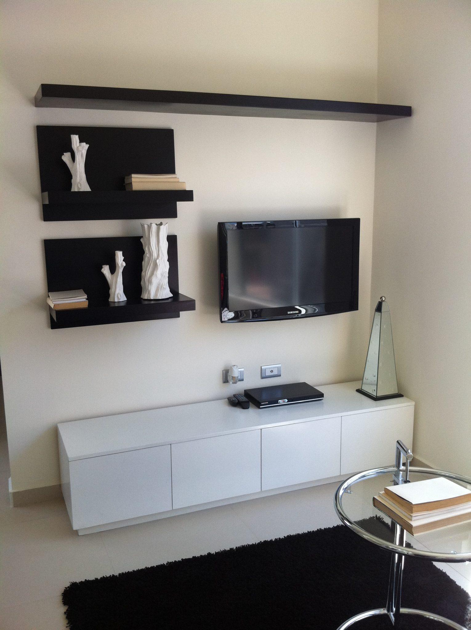 Centro de tv moderno negro con blanco