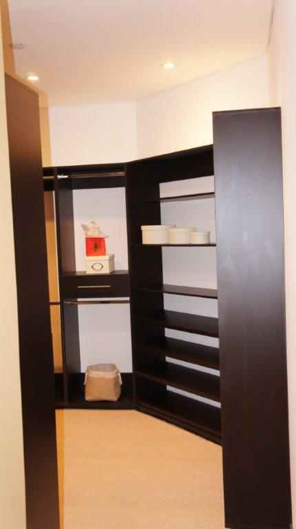 walking closet chocolate moderno