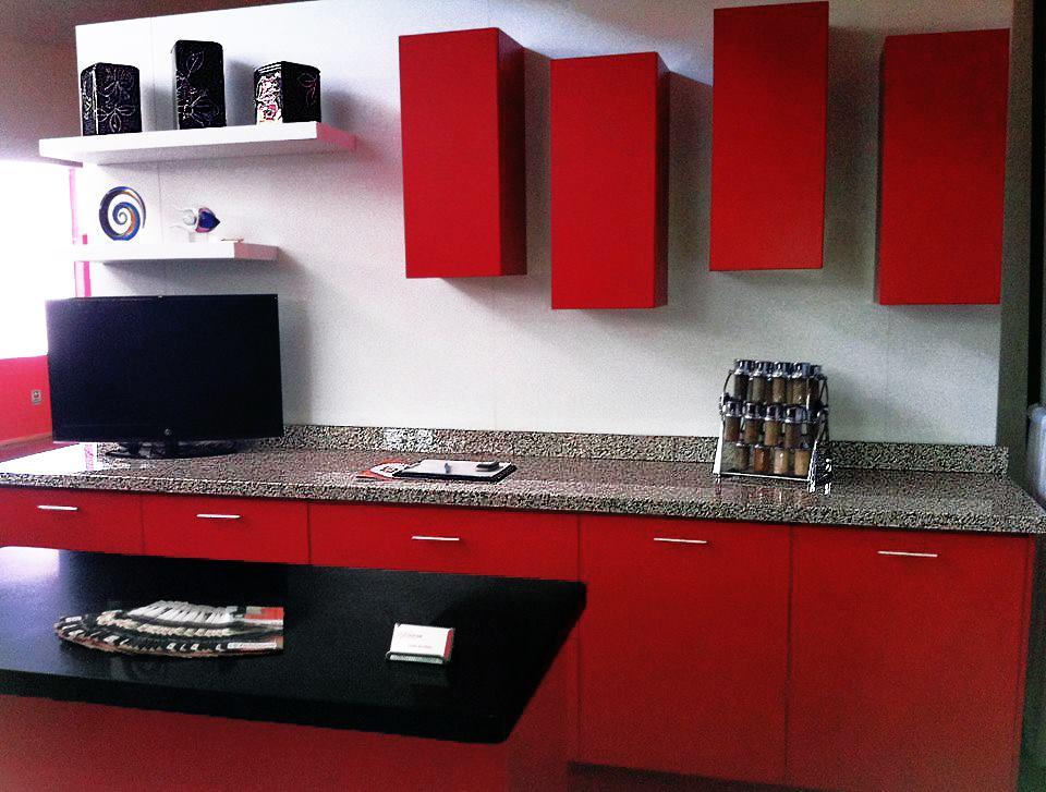cocina integral roja en modulos