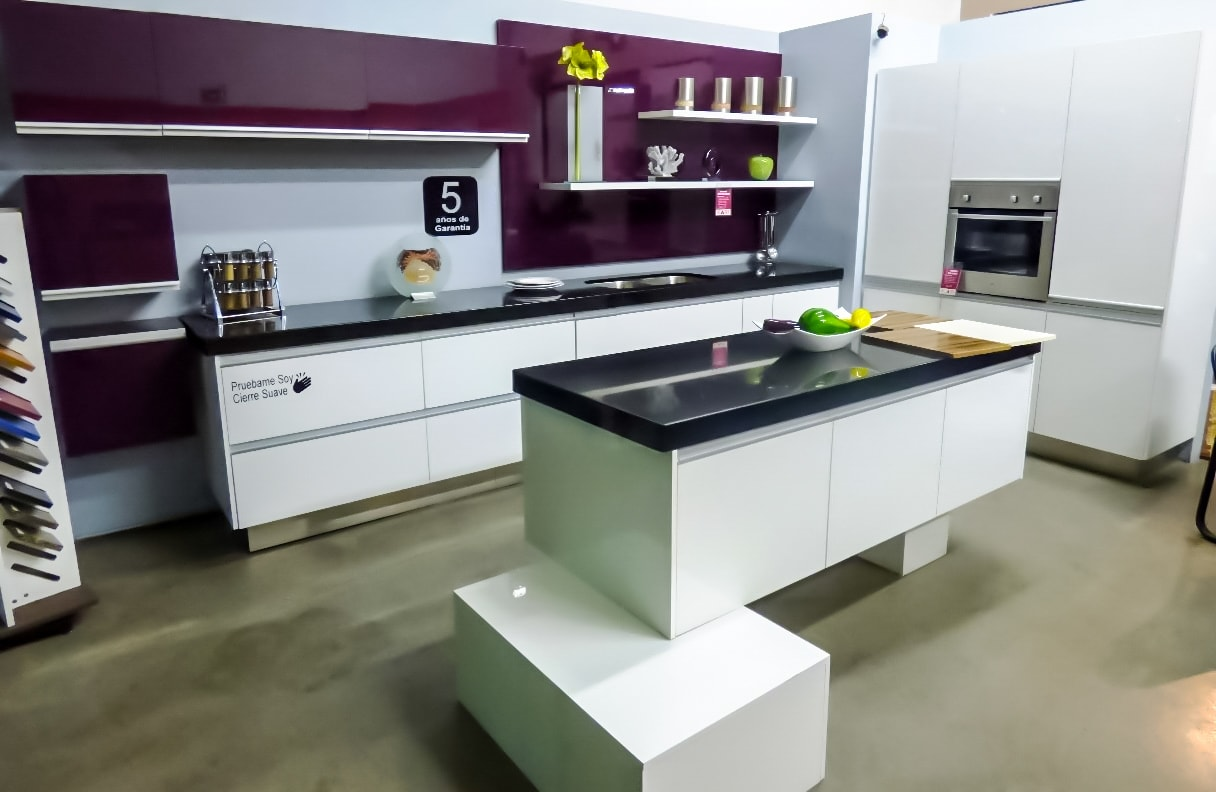 keepler kitchen & closet cocina blanca con uva