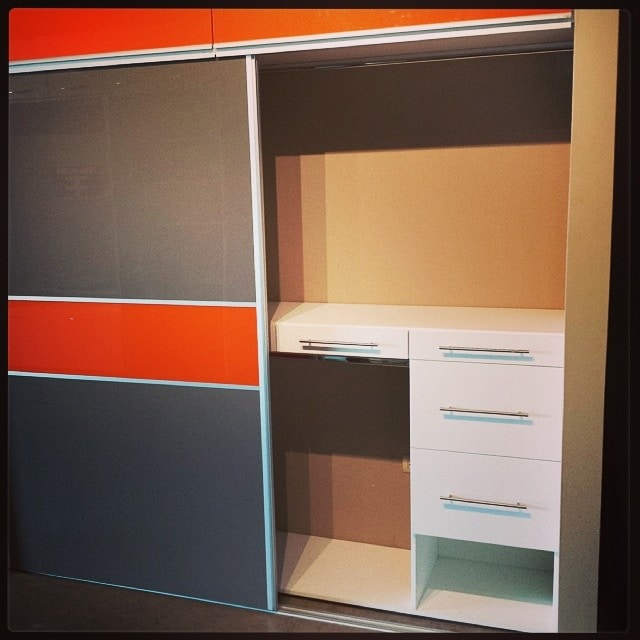 Closet corredizo doble tono en laminado alto brillo