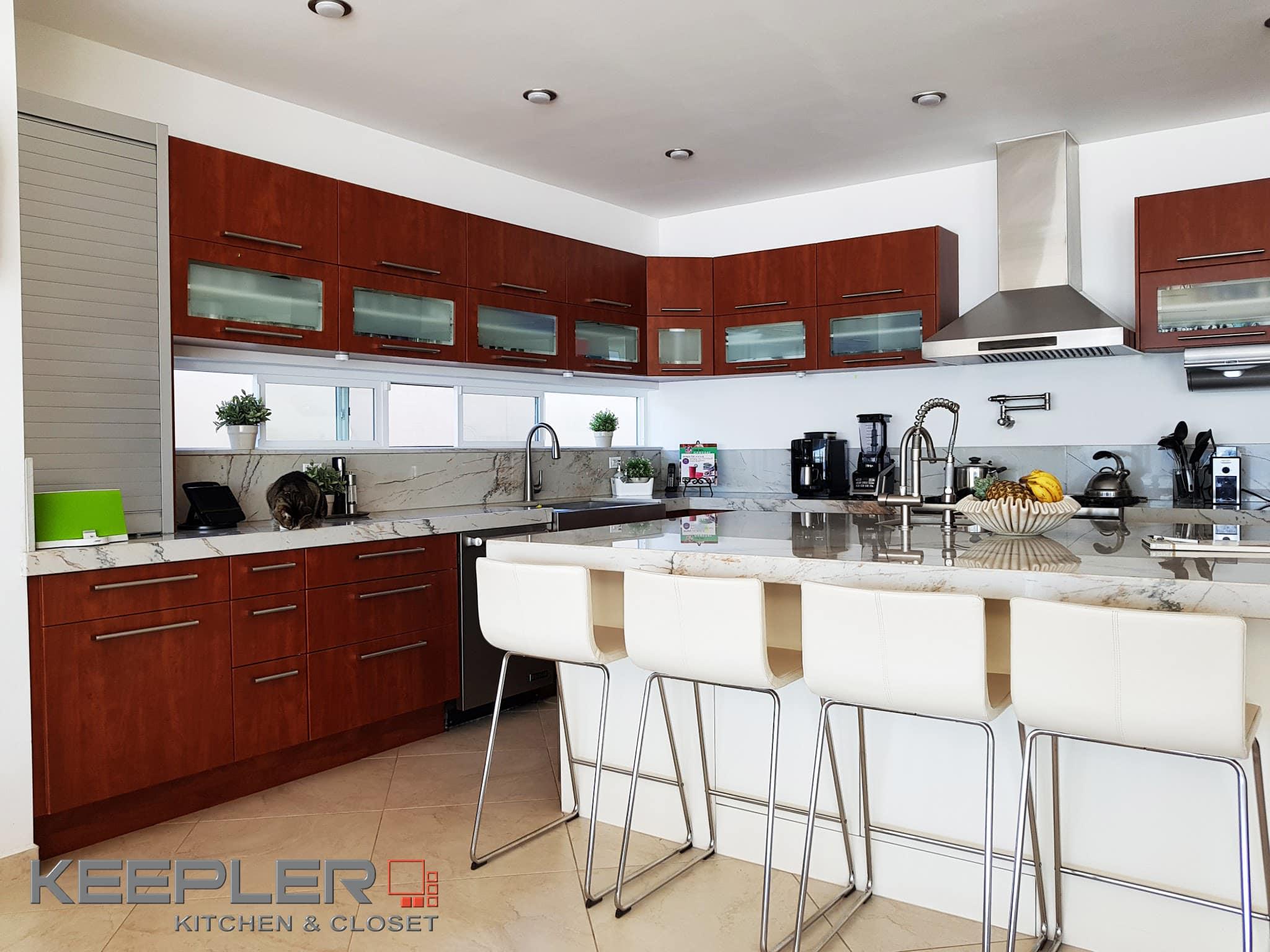 Portafolio keepler cocinas integrales y closets for Closet armables economicos